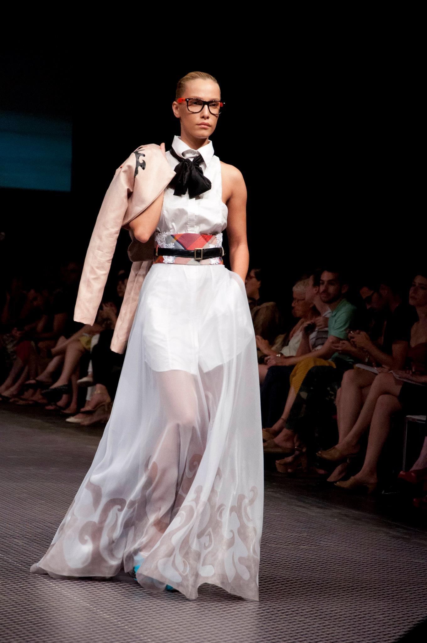 """תצוגת אופנה בוגרים 2012 – מרכז אקדמי ויצ""""ו"""